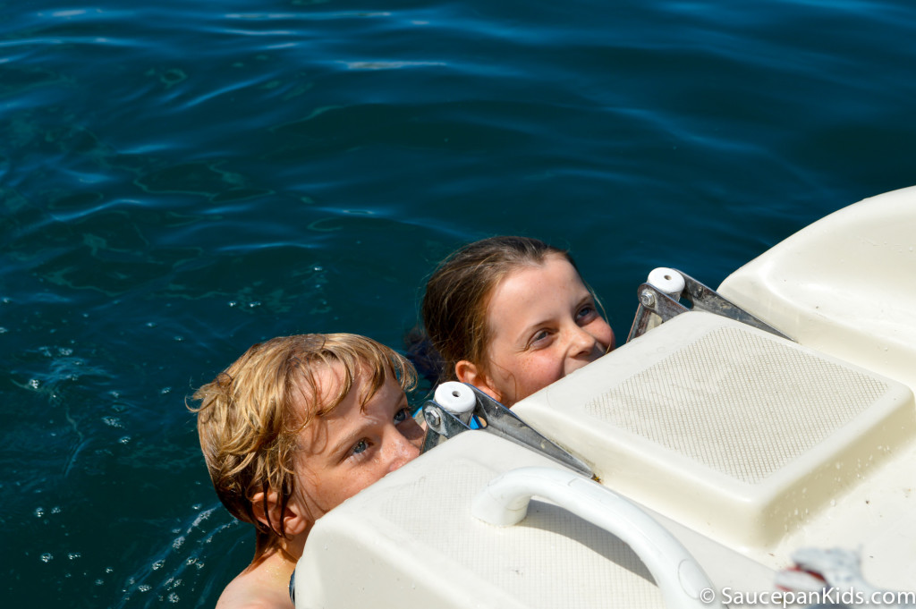 Saucepan Kids hire a motor boat and swim in Lake Garda - Things to do with kids in Lake Garda