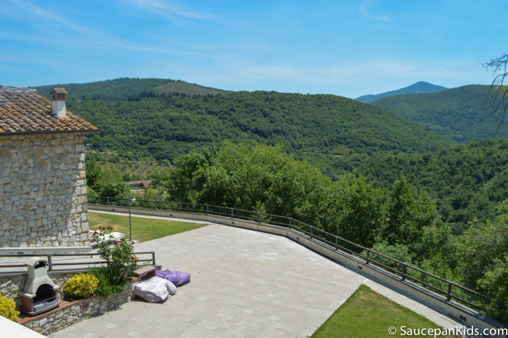 Saucepan Kids review Villa le Croci for Windows on Italy - Family Friendly places to stay in Tuscany - the view from the car
