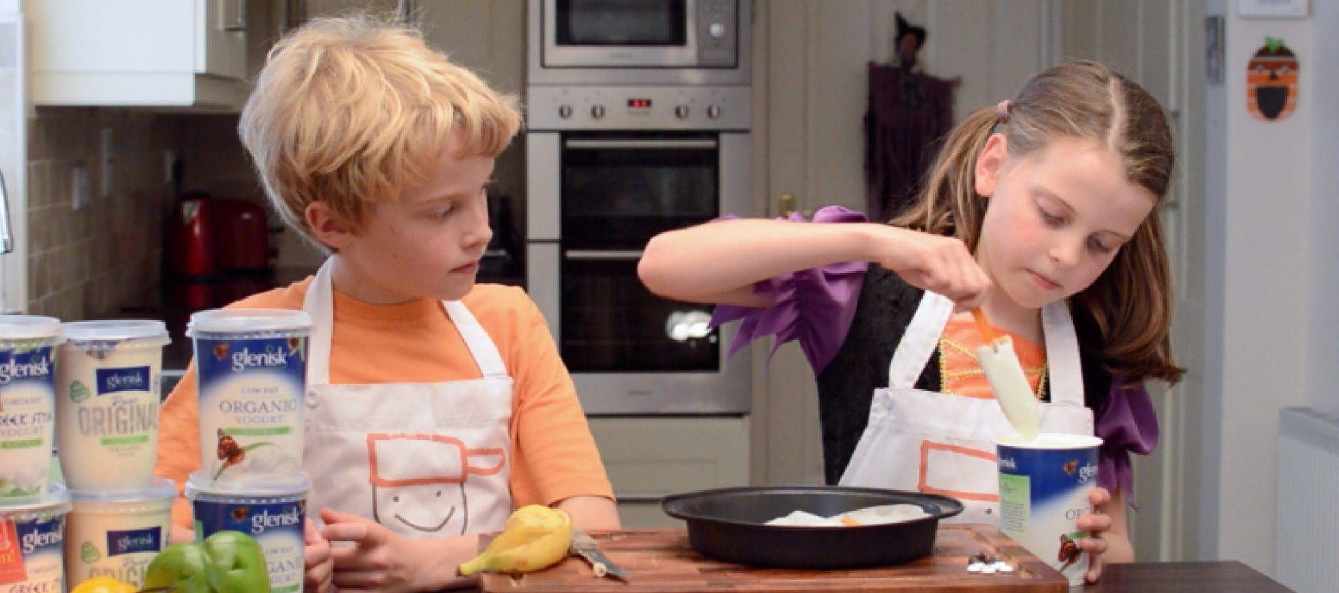 Saucepan Kids make spooky banana lollies for Halloween with Glenisk Yogurt Ireland