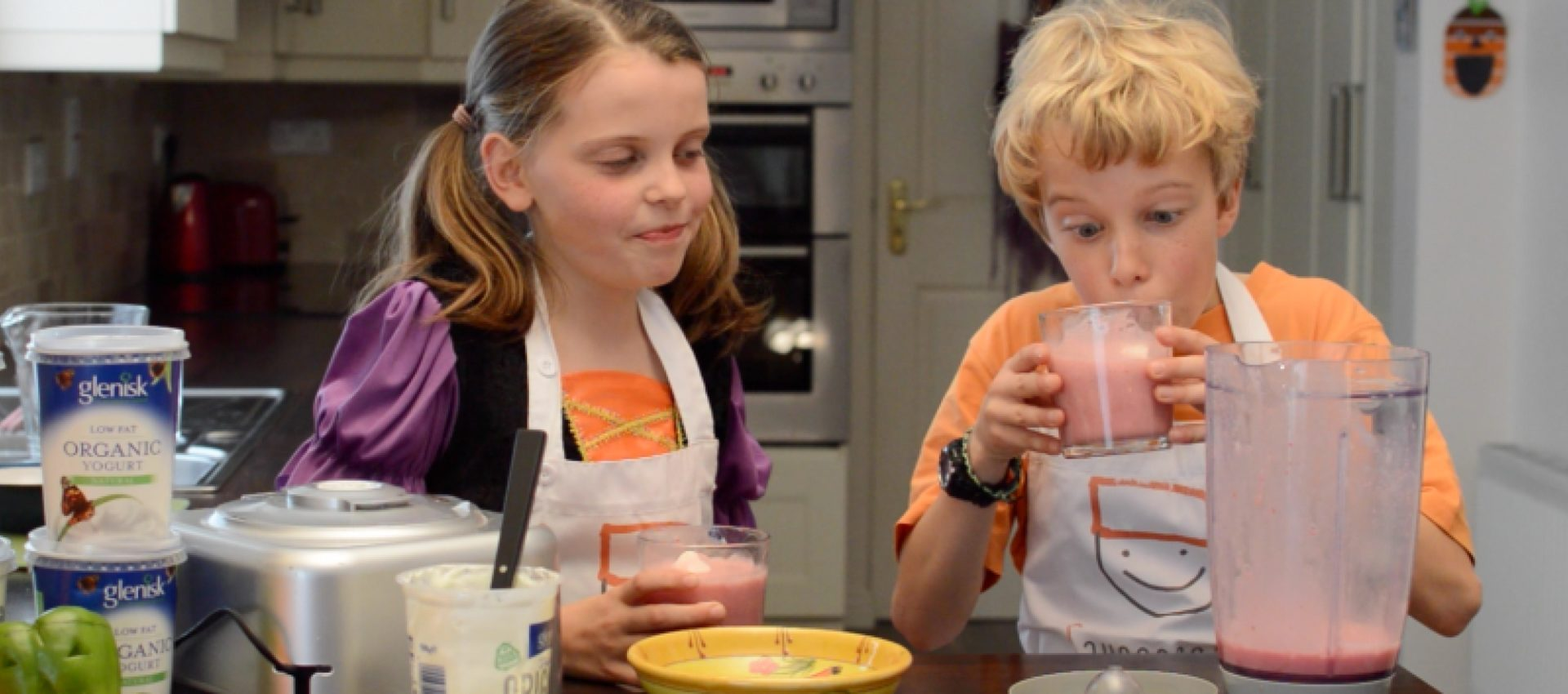 Saucepan Kids make scary fruit smoothies for Halloween with Glenisk Yogurt Ireland